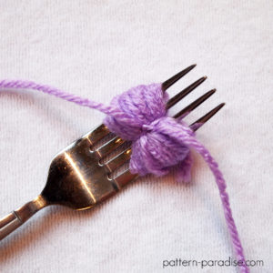Tutorial: How To Make A Mini Pompom