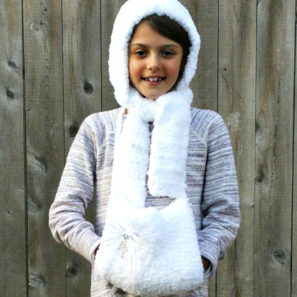 Free Crochet Pattern: Fluffy Hat and Hand Muff