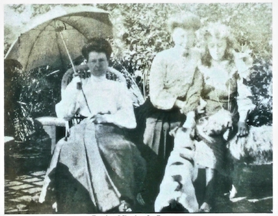 Bessie and Minnie Owen with Cousin Poppy in England, 1902