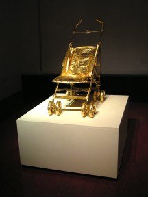 King of the Castle, 90x35x60cm, found pushchair, gold leaf (2008)