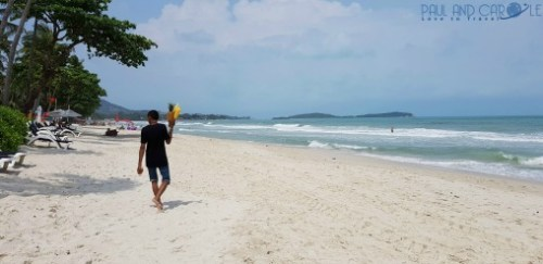 Guide to the best beautiful beaches of Koh Samui Thailand by Paul and Carole fruit seller chaweng beach