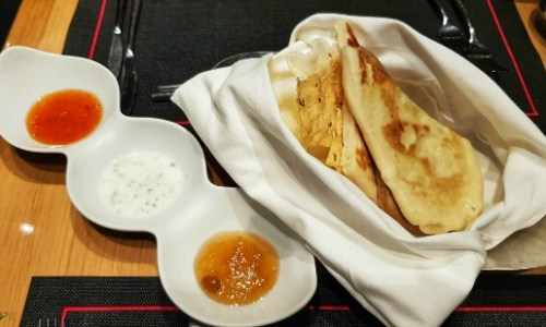 Marella Speciality Restaurants Review - Kora La starter breads and dips #MarellaDiscovery #MarellaCruises #cruise #food #dining #cruiseship #specialitydining #Kora La #starter