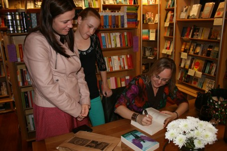 Signing for the fabulous Dunlop girls.