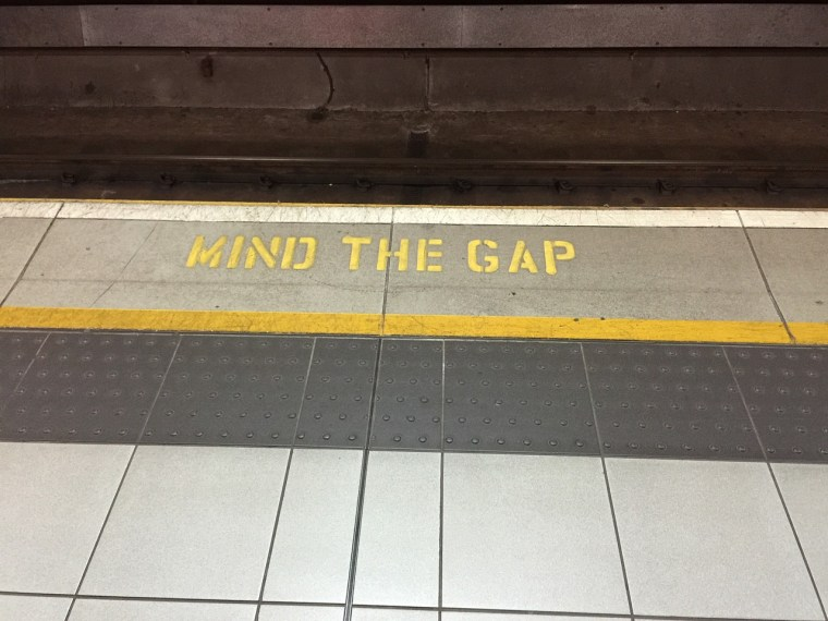 mind-the-gap-882368_1280