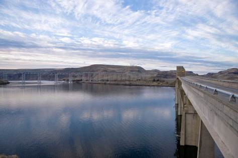 The railway bridge and the old Vantage bridge