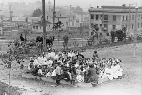 Sandbox stories at Collins Playfield, 1909.  (Courtesy, Municipal Archive)
