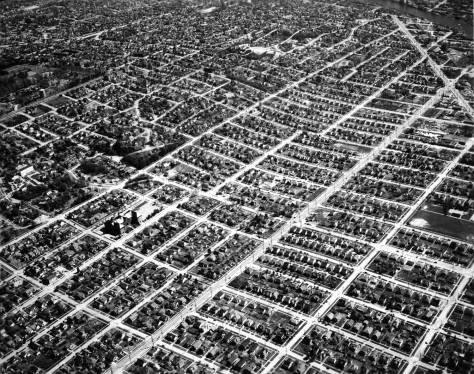 "The grid of eastern Ballard - or Freelard aka Ballmonst - reveals with this April 25, 1947 aerial, courtesy of Ron Edge.  Upper right is Leary Way's last or most southeasterly section before turning (at the top) east into Fremont ""proper."""