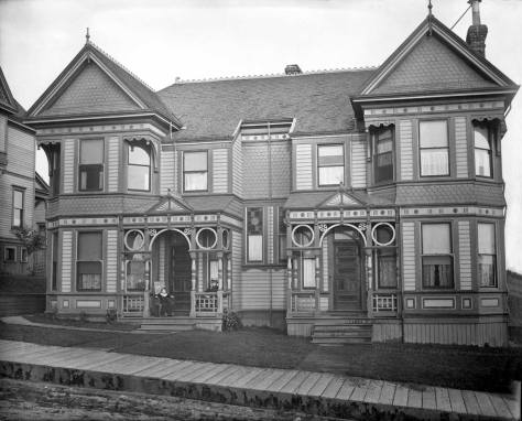 Another fine home - a duplex - on the top of Denny Hill at 219 Lenora. The Willards lived in the apartment to the left.