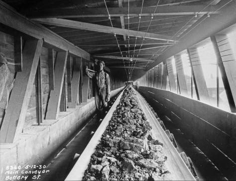 The main conveyor running the length of Battery Street from Fifth Avenue to the waterfront. (Courtesy, Municipal Archive)