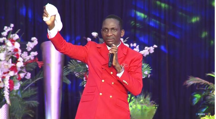 Daddy Paul Enenche prays