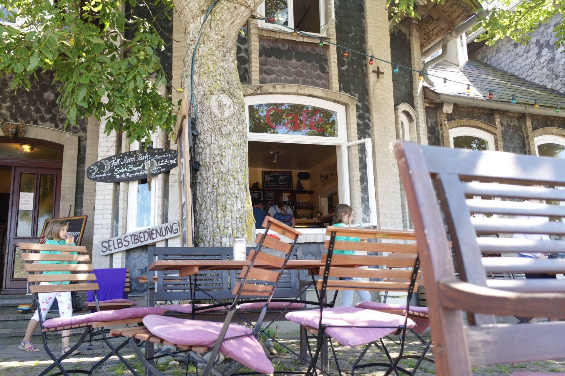 Die Villa im Orther Hafen ist ein cooles Surfer-Café