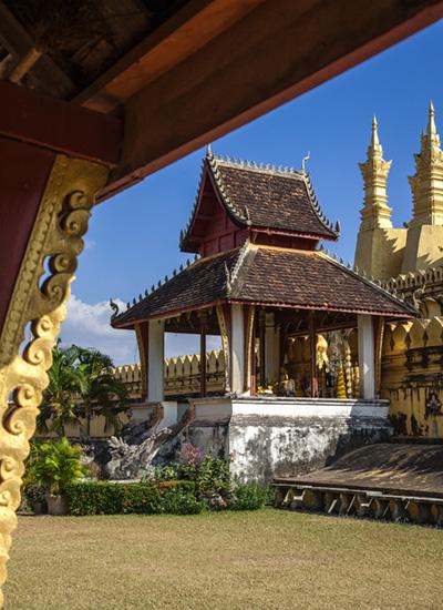 Das Eingangstor des National Symbols Pha That Luang