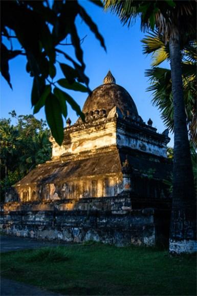 Eine der vielen Stupas in einer der vielen Klosteranlagen, Symbol der Erleuchtung und der alltäglichen Achtsamkeit