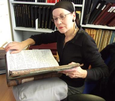 Pauline Conolly in the archives at Lochgilphead. Researching the mystery painting.