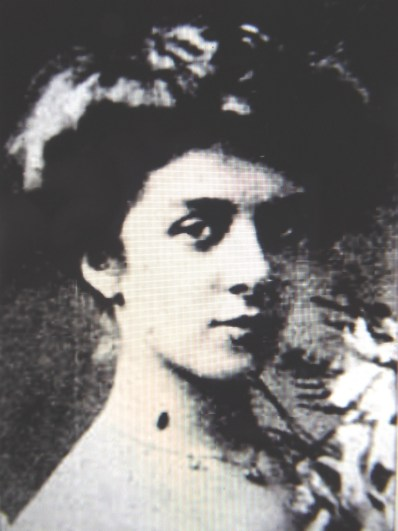 Blanche Greaves as a debutante in Brisbane in 1903