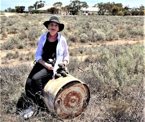 Pauline Conolly and Editor Des at Cook, South Australia