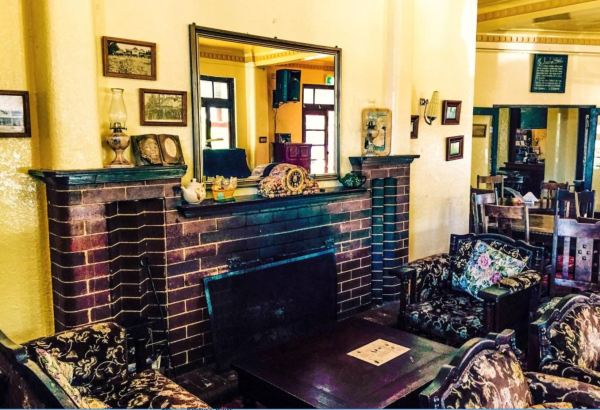 Ivanhoe Hotel Lounge