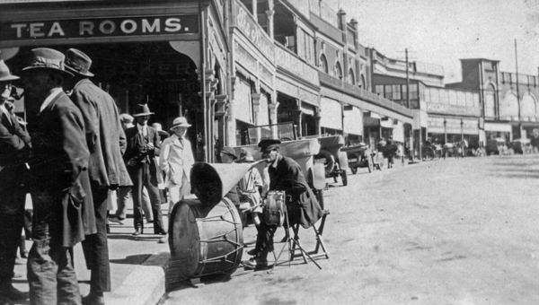 Katoomba Street 1922, where the Hallett deaths occurred.