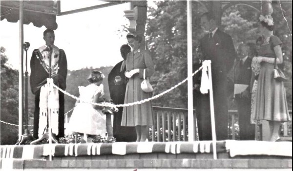 Royal dais at Lithgow 1954