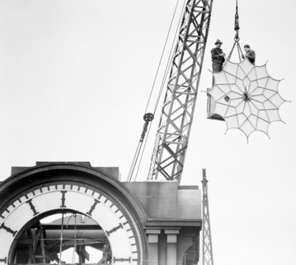 Removing the face of the Sydney G.P.O. clock in 1942