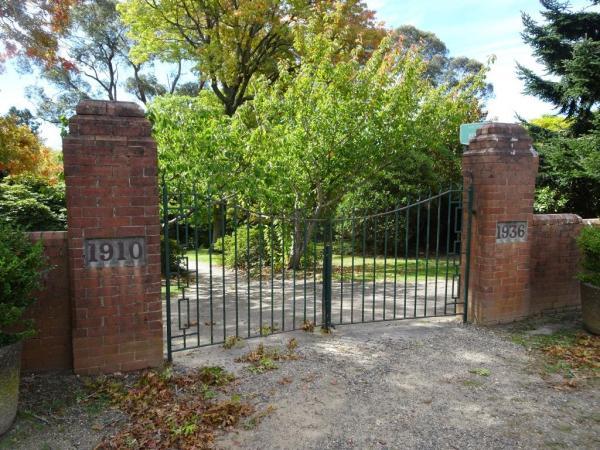 Top gates Memorial Park Blackheath