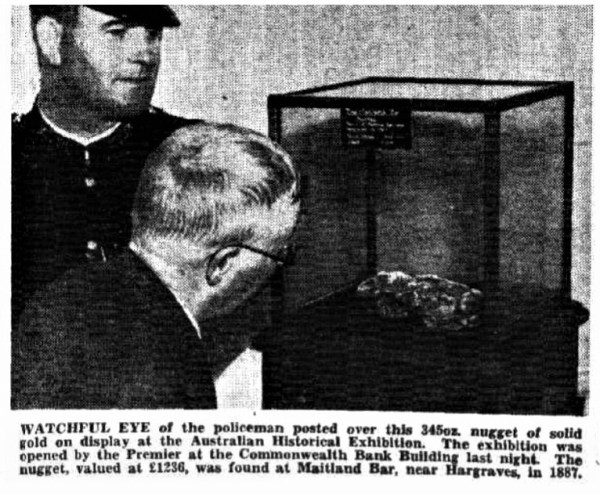 The Maitland Bar gold nugget on display in 1938.