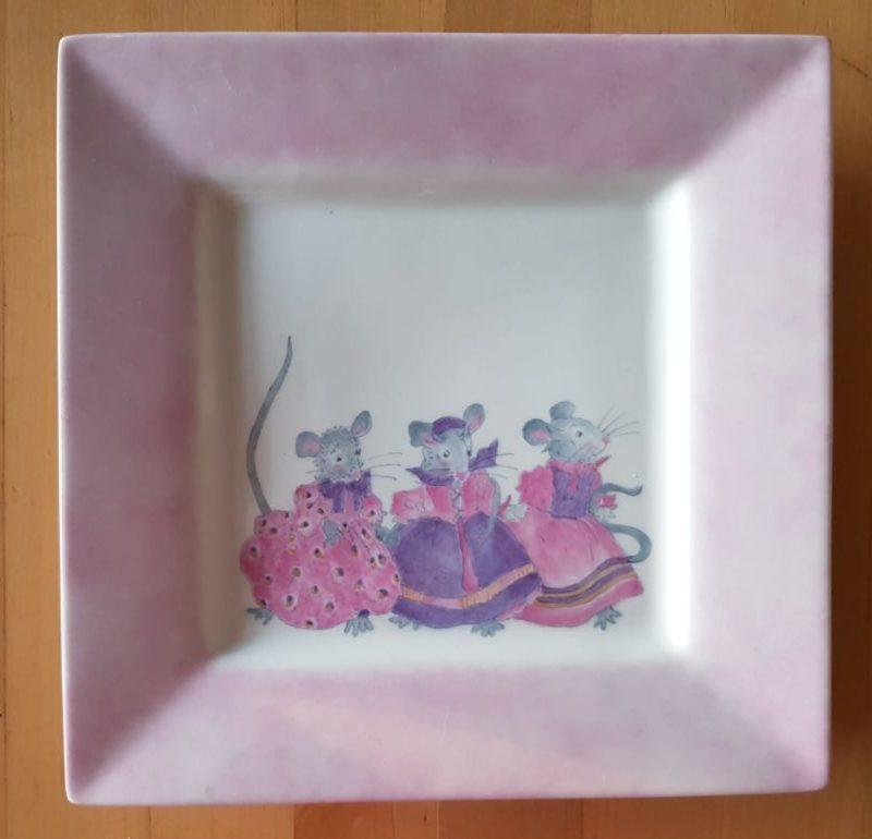 bord met roze muizen