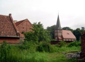 Der Gottesdienst findet in der zweiten Kirche des Ortes statt.