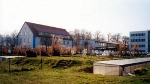 Abb. 1: Institutsgelände Ende der 90er Jahre, links das von der DEULA sanierte Mitscherlichhaus.