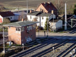 Das Stellwerk am Bahnübergang.