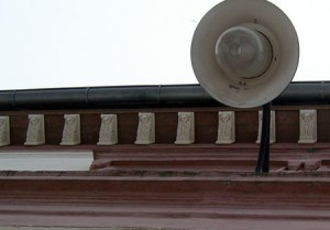 Teil des Daches mit Lampe