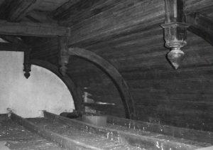 Seit dem Einzug einer Zwischendecke 1935 entzieht sich das Deckengewölbe über dem Wartesaal, der später als Bahnhofsgaststätte genutzt wurde, den Blicken.