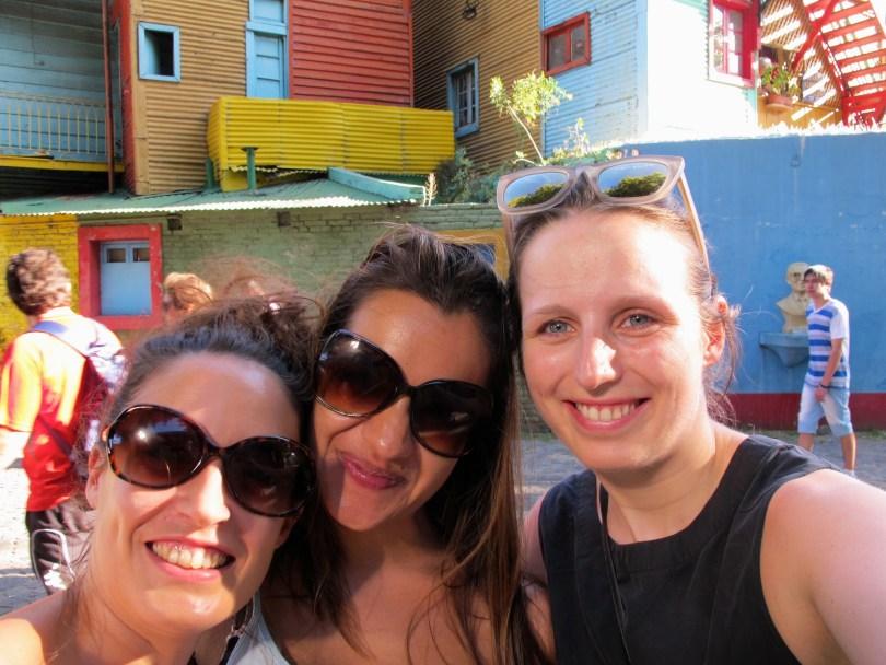 Las chicas en La Boca - The Colorful Neighborhood of Buenos Aires, Argentina.