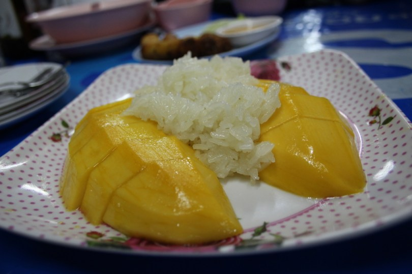 Eating local 8 of the 10 Highlights from Bangkok City - Sticky rice mango