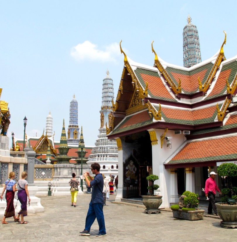 10 Highlights from Bangkok City, this is the temple of Emerald Buddha with free heating