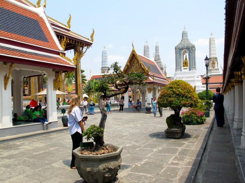 10 Highlights from Bangkok City, this is the temple of Emerald Buddha with people from all over the world