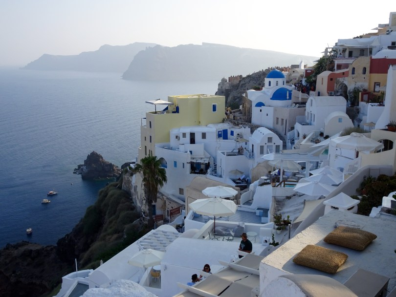Visiting Oía is one of many things to do in Santorini when having 48 hours - Pauline Travels blog