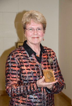 Lubchenco posing with the Pauling Legacy Award medal.