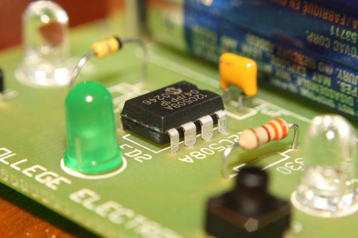 Electronics kits are making a big comeback