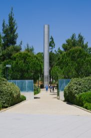 A monument on the Yad Vashem campus