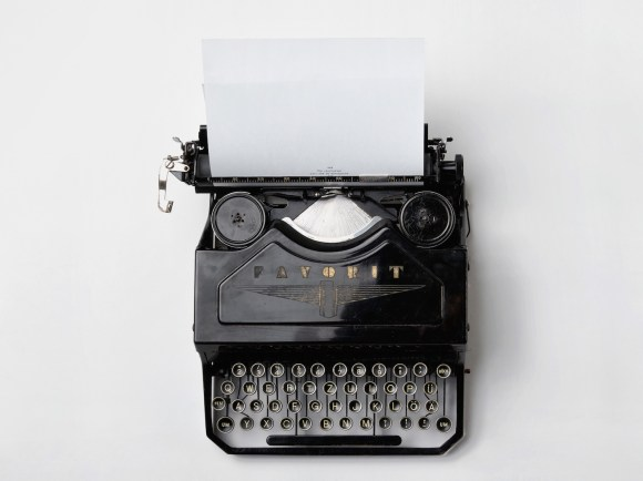 typewriter-498204-horizontal