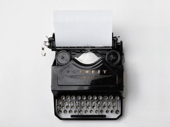 typewriter-498204-horizontal