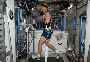 astronaut-treadmill-1