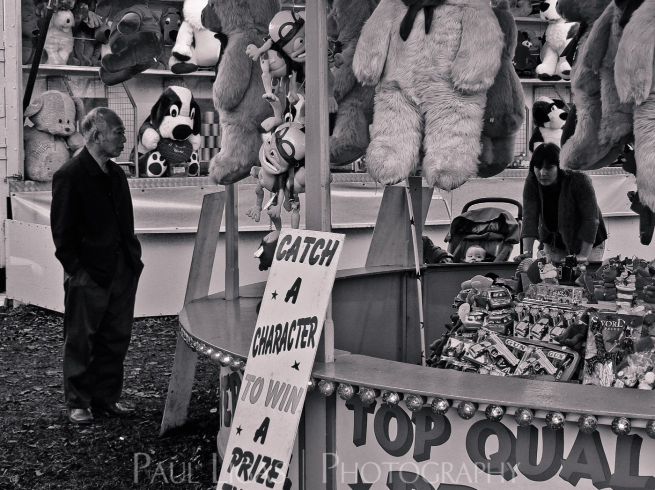 At The Fair, Newbury, Berkshire people candid photographer photography herefordshire 90288