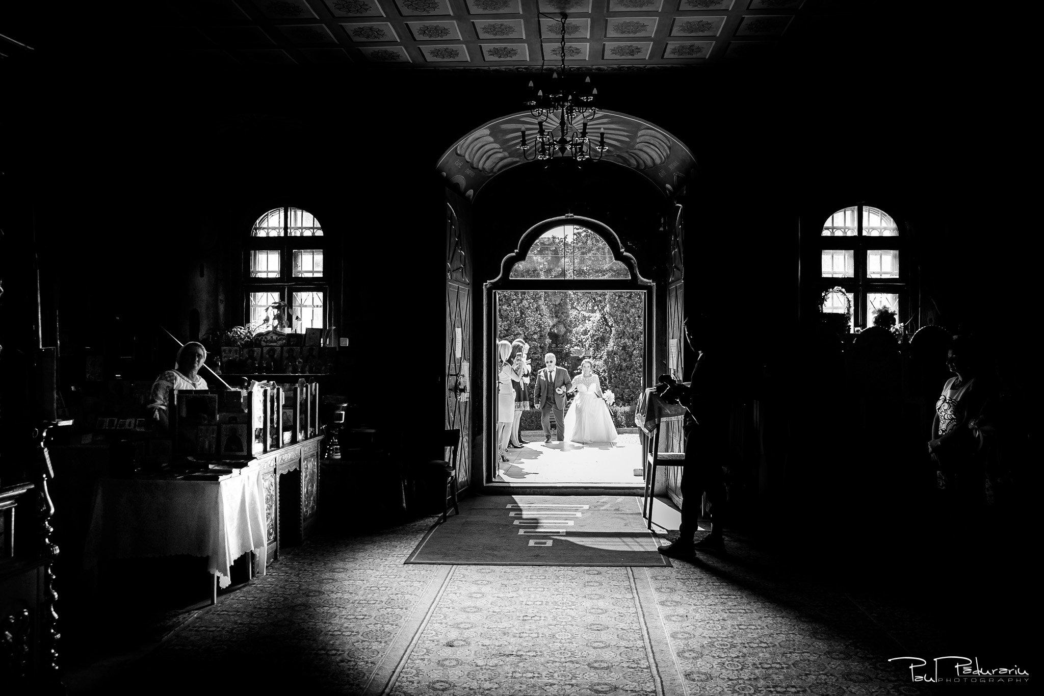 Cununia religioasa nunta Ema si Tudor fotograf de nunta iasi www.paulpadurariu.ro © 2017 Paul Padurariu intrarea in biserica