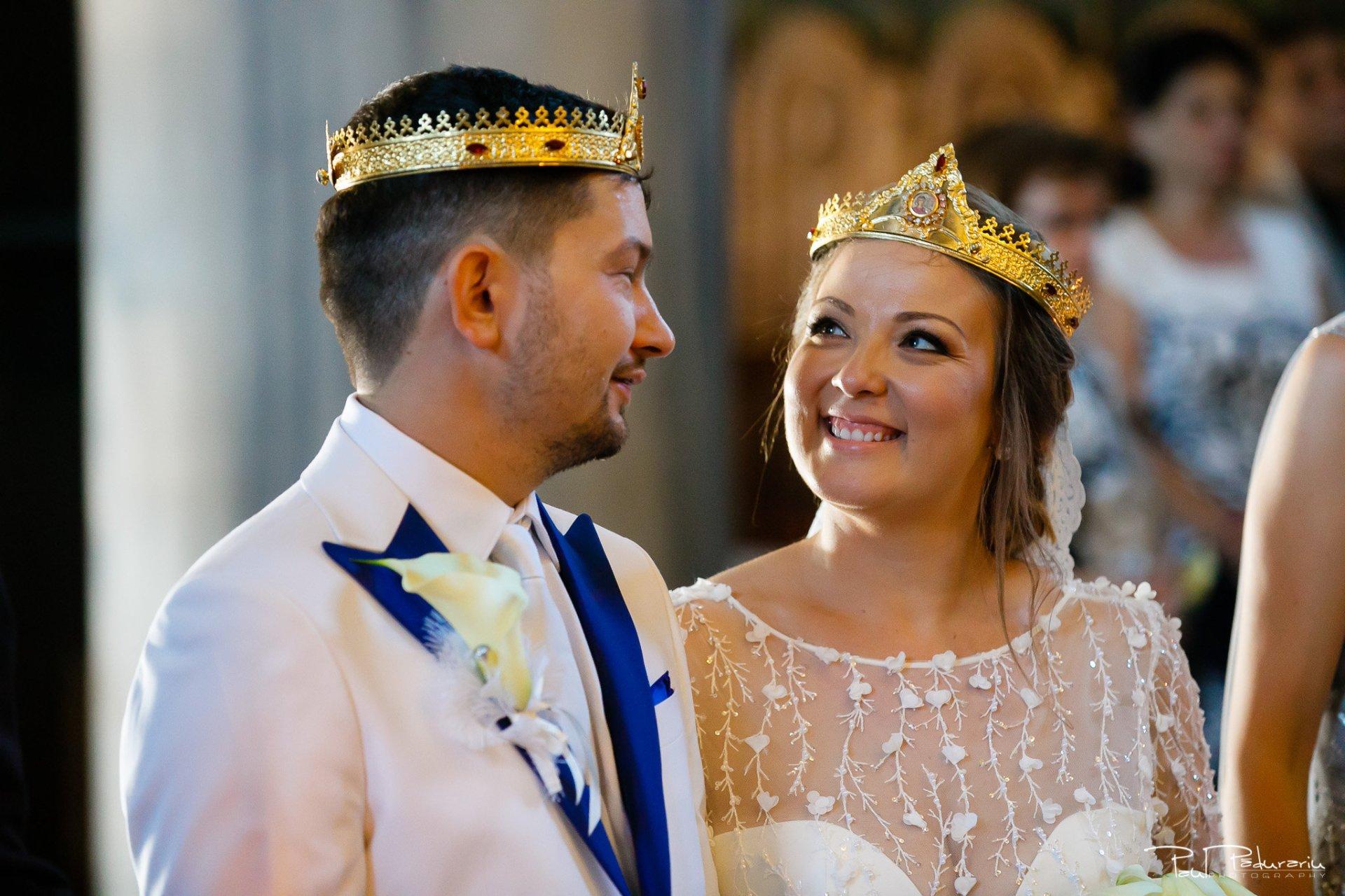 Cununia religioasa nunta Ema si Tudor fotograf de nunta iasi www.paulpadurariu.ro © 2017 Paul Padurariu miri in timpul slujbei zambet