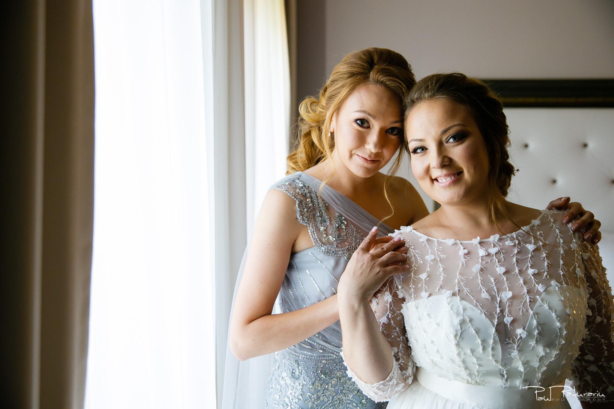 Pregatiri nunta Ema si Tudor fotograf de nunta iasi www.paulpadurariu.ro © 2017 Paul Padurariu - mireasa si nasa