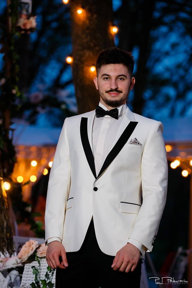 Prezentare costum mire elegant alb Seroussi Iasi Ceremony Summer 2018 la Elysium Events fotograf profesionist Paul Padurariu 1