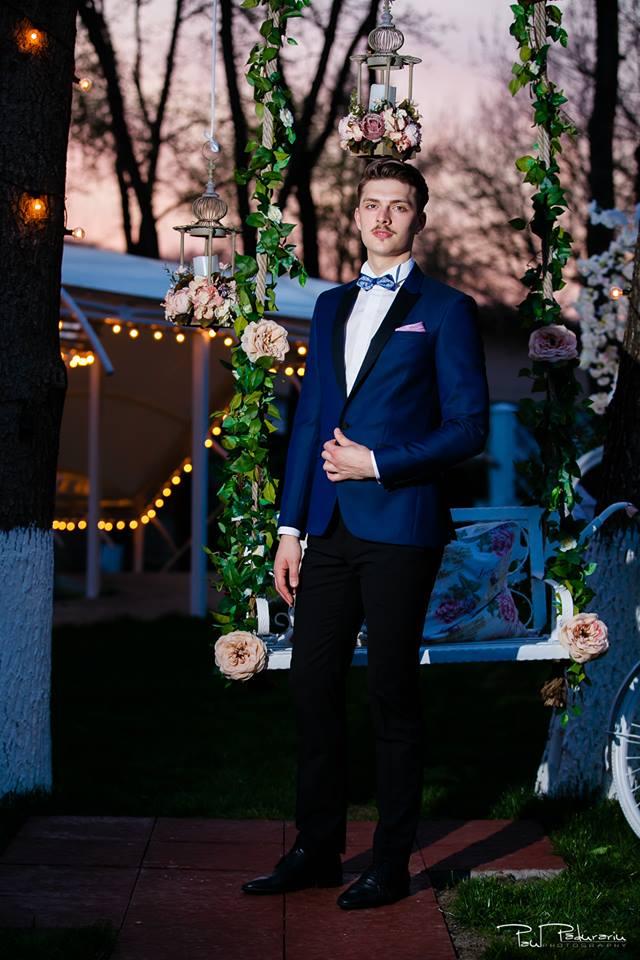 Prezentare costum mire elegant albastru cu negru Seroussi Iasi Ceremony Summer 2018 la Elysium Events fotograf profesionist Paul Padurariu