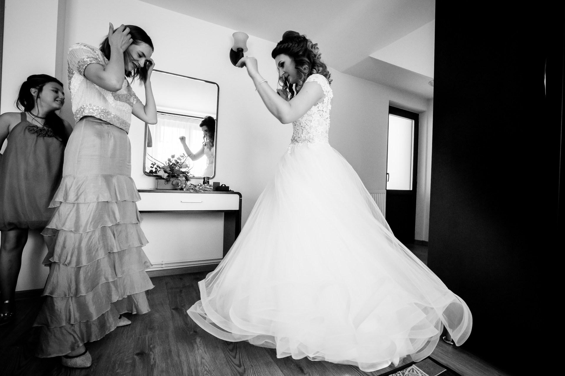 Alexandra si Vlad nunta Pleiada Iasi - pregatiri mireasa - fotograf profesionist nunta www.paulpadurariu.ro © 2017 Paul Padurariu